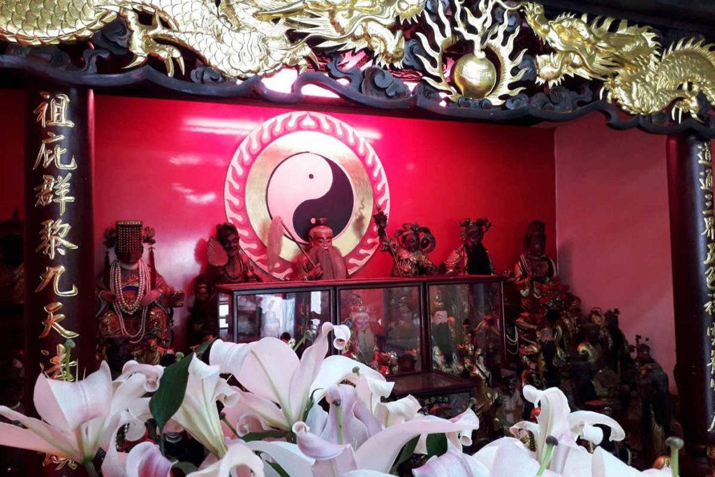 百合花跟神像